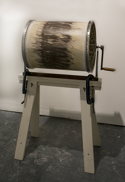 A participative drawing device